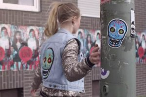 Beeld uit de officiële videoclip van Lilly Wood and the Prick