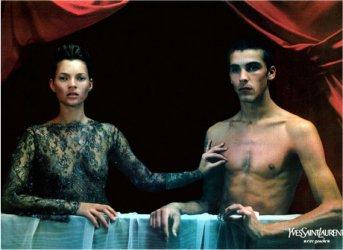 Kate Moss voor Yves Saint Laurent in een variant op Variant op het Portret van Gabrielle d'Estrées met een van haar zusters, de hertogin van Villars, foto door Mario Sorrenti