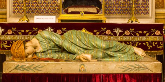 Beeld van St. Cecilia in de St. Cécile in Albi