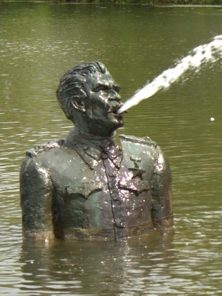 Arnhem, Fernando ánchez Castillo, Spitting leader