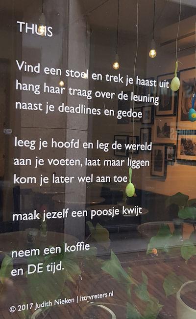 Thuis, gedicht van Judith Nieken, gevonden in de Oude Doelesteeg in Leeuwarden